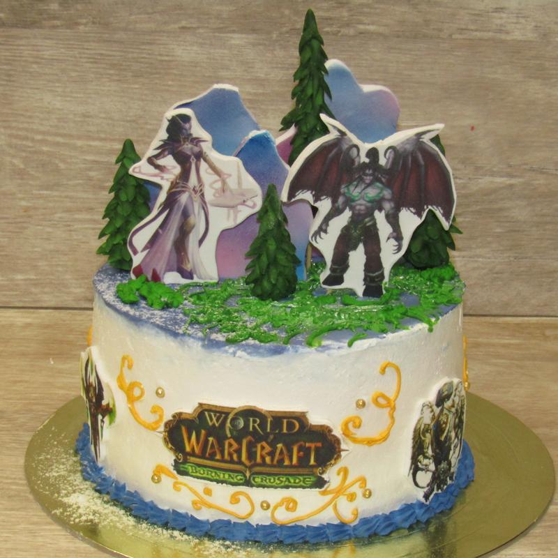 Сливочный торт с топперами Warcraft